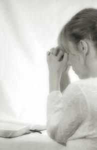 840879_woman_praying2